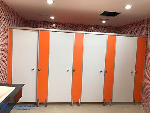Báo giá vách ngăn phòng vệ sinh tác động bởi nhà cung cấp và thi công