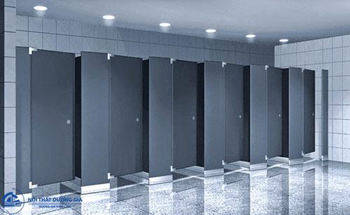 Kích thước ảnh hưởng tới báo giá vách ngăn nhà vệ sinh