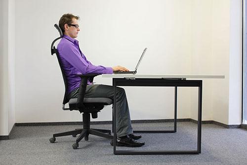 Một số mẹo giúp bạn có tư thế ngồi máy tính đúng nhất