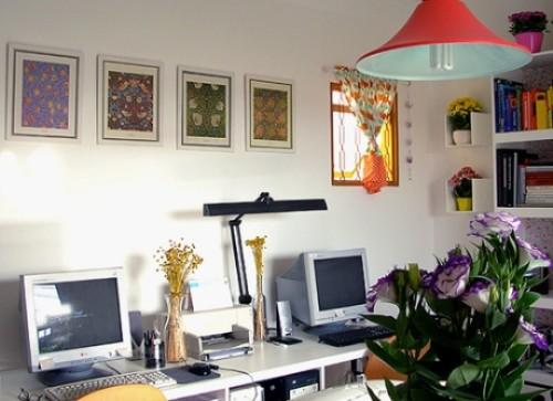 Bố trí văn phòng làm việc nhỏ với đồ vật trang trí đẹp