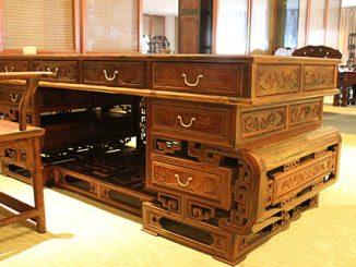 So sánh giữa bàn làm việc Giám đốc gỗ tự nhiên và bàn gỗ veneer