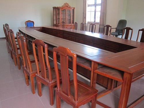 Làm thế nào để mua được bàn ghế phòng họp gỗ tự nhiên như ý?